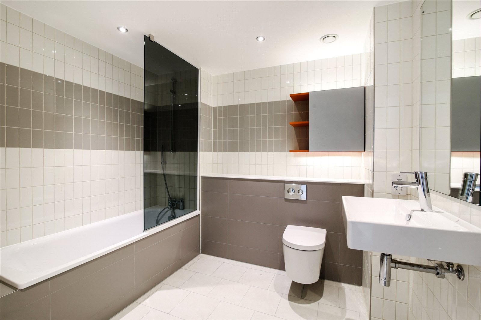 hoola-royal-docks 1101e_bathroom-1