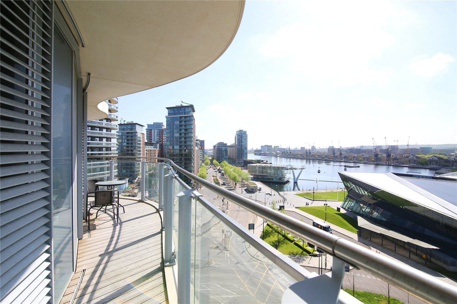 hoola-royal-docks 805e_balcony_1
