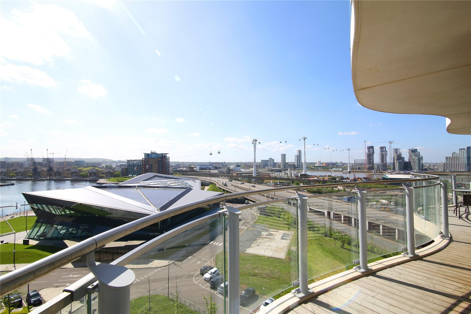 hoola-royal-docks 805e_balcony_2